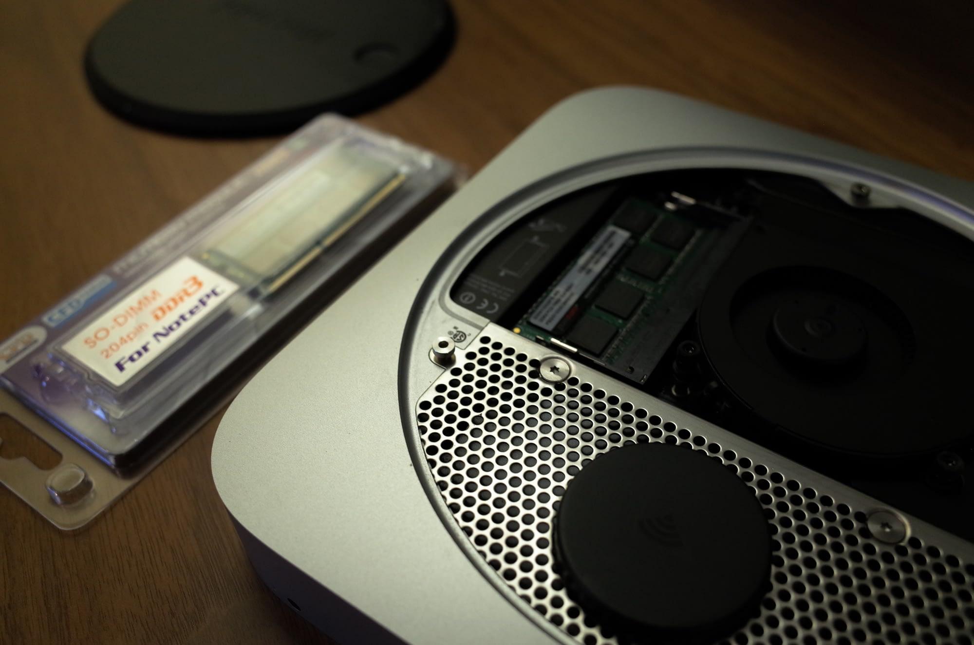 2011 midモデル。Apple Storeオンラインで2.7GHz Core i7、SSD 256GBに載せ替えして購入したやつ